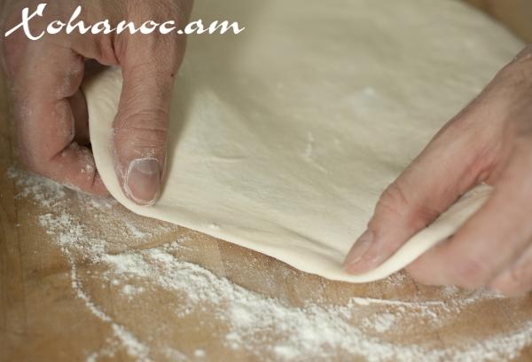 Ինչպե՞ս պատրաստել խմորը, որպեսզի պիցցան ստացվի շատ համեղ, նուրբ և փափուկ