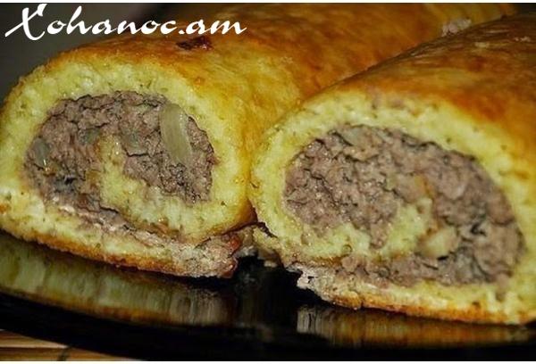 Շերտավոր խմորում բրնձով ու սնկով եփված միս