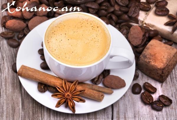 Սուրճը ցուկատով, դարչինով և կոնյակով