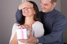 Առավոտյան կինը ամուսնուն ասում է. «Պատկերացնու՞մ ես սիրելիս, այս գիշեր երազ եմ տեսել, որում դու ինձ ադամանդե մատանի էիր նվիրում»