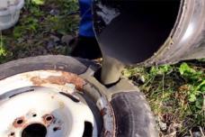 Ի՞նչ կլինի, եթե մեքենայի անվադողի մեջ բետոն լցնեն և այդպես վարեն այն (տեսանյութ)