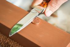 Դանակները սրելու շատ հեշտ և ամենաարդյունավետ միջոց, որի մասին լռում են հայտնի խոհարարները